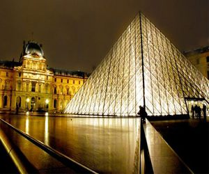 Французский Лувр вновь работает!