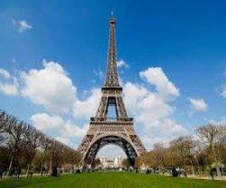 Металл Эйфелевой башни все-таки подвержен погодным изменениям