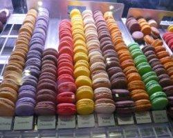 Парижская кондитерская Laduree и печенье макарон
